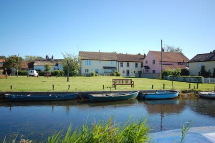 West Somerton is a small broadland village tucked into a quiet corner of East Norfolk, super for all bird-watching enthusiasts! It has been featured in the BBC Coast programme and quoted by Nicholas Crane