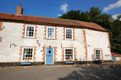 Greenside is a charming 300 year old cottage, painted white and with a pantile roof and bright blue front door it is in the heart of the popular village of Thornham