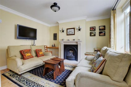 Lovely neutral sitting room with comfortable seating