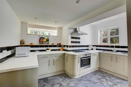 Lovely kitchen with ample cupboard space