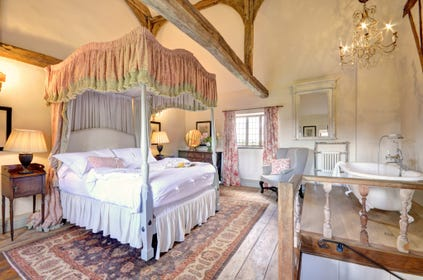 The Gatehouse at Hales Hall - Bedroom