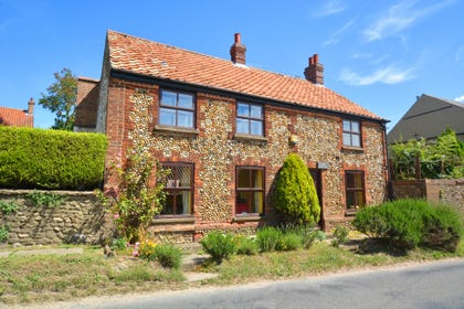 Cobble Cottage was once a pair of cottages, parts of which are thought to date back to the late 1700s. It provides character accommodation with original and unusual features