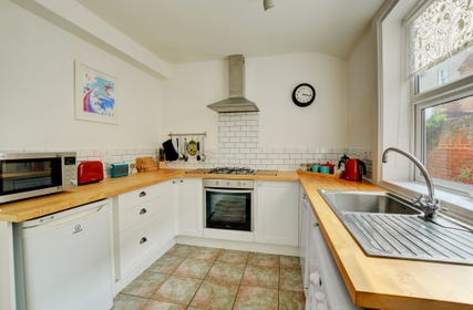 Well equipped kitchen with everything needed for a family holiday